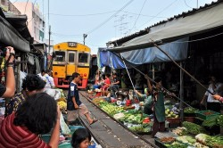 Meaklong Railway Market and Floating Market Tour